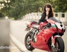 """Thiếu nữ bên siêu mô tô """"vang bóng một thời"""" Ducati 999"""