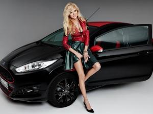 Người đẹp tóc vàng rạng ngời bên Ford Fiesta Black Edition
