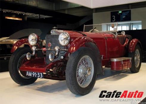 Mercedes SSK là mẫu roadster được sản xuất từ năm 1928-1932 với tốc độ tối đa 190 kmh.