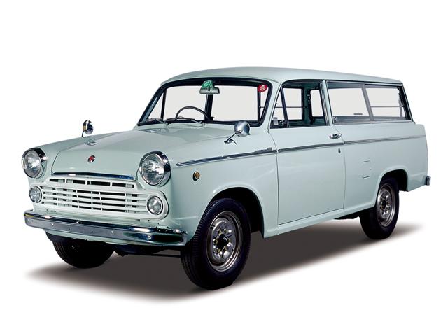1965  Datsun Light Van 1200 Deluxe - Máy E1 (4-cyl. in line, OHV), 1,189cc, 40kW (55PS), tốc độ tối đa 110kmh