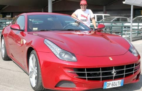 Fernando Alonso được tặng Ferrari FF