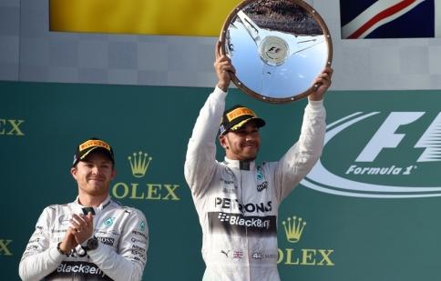 F1: Mercedes khởi đầu thuận lợi