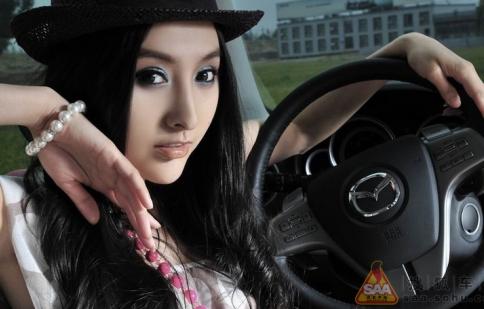 Người đẹp và Mazda 6