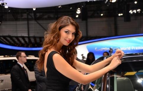 Người đẹp tại triển lãm Geneva Motor Show 2012