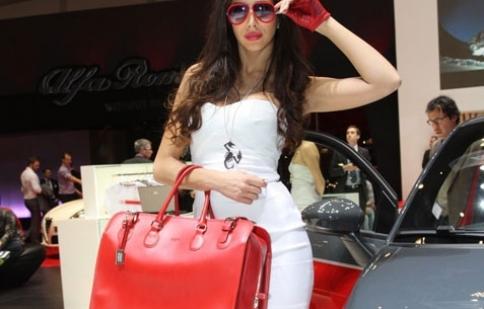Người đẹp tại triển lãm Geneva Motor Show 2012  phần 2