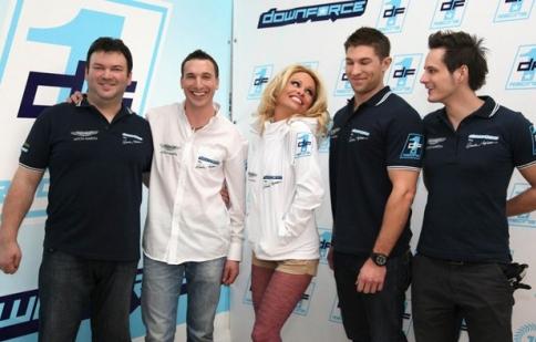 Pamela Anderson thành lập đội đua Downforce1