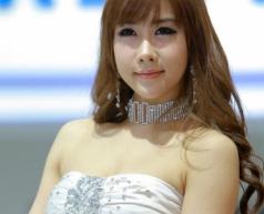 Người đẹp khoe sắc tại Thượng Hải Auto Show