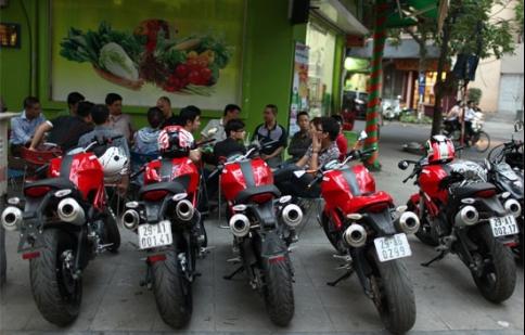 Dàn môtô khủng Ducati Monster 795 tụ họp tại Hà Nội