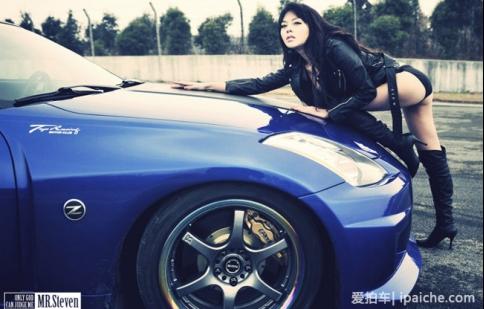 Tay đua nữ sexy bên Nissan 350Z