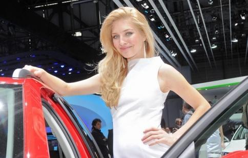 Người đẹp tại Geneva Motor Show 2013