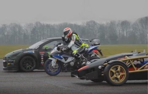 Siêu motor HP4 đối đầu với Ariel Atom V8 và Citroen DS3 Rallycross
