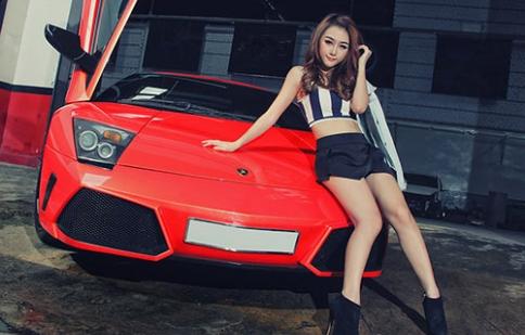 Hotgirl Sài Thành đọ dáng cùng siêu bò nước Ý