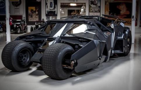 Khi siêu xe của Batman xuất hiện ngoài đời thật