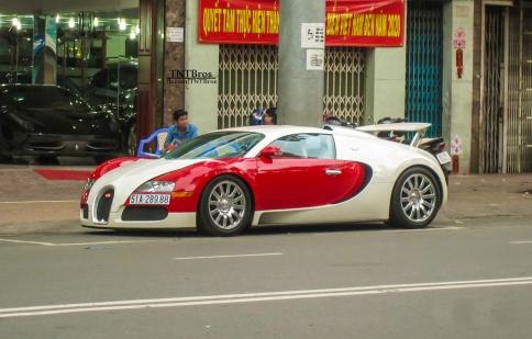 Loạt siêu xe tại Việt Nam khiến báo Tây phát sốt