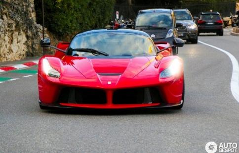 Bắt gặp siêu xe LaFerrari trên đường phố Monaco