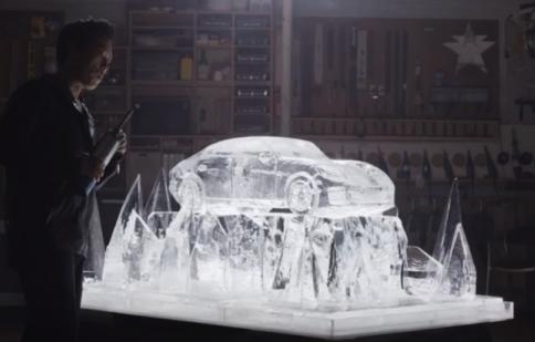 Porsche Panamera tạo hình từ băng và lửa