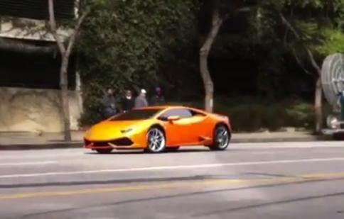 Vừa đến Mỹ, Lamborghini Huracan đã drift trên phố