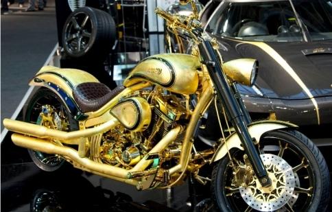 Mô tô mạ vàng đính kim cương giá hơn 20 tỷ đồng