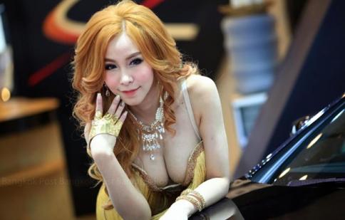 Ngất ngây với dàn người đẹp làm nóng Bangkok Motor Show