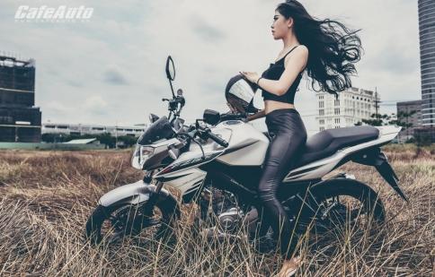 Chân dài quyến rũ bên Yamaha FZ150i
