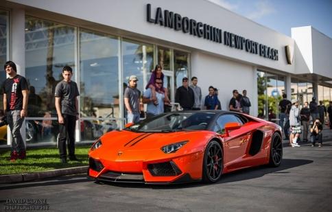 Dàn xe khủng họp mặt tại showroom Lamborghini Newport Beach