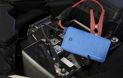 Khởi động ô tô bằng pin sạc dự phòng