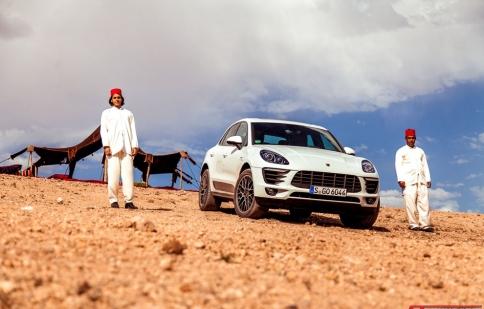Ngắm Porsche Macan chinh phục vùng đất của gió và cát