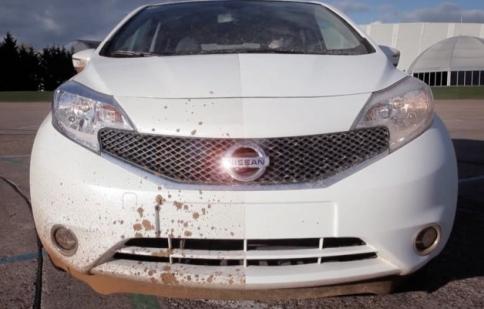"""Nissan ra mắt công nghệ """"xe không cần rửa"""""""