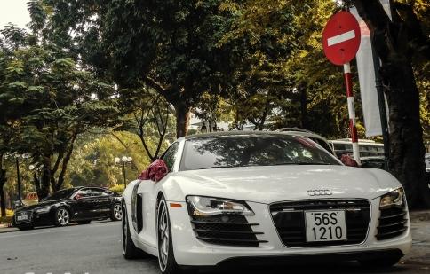 Vẻ đẹp siêu xe Audi R8 trên đường phố Hà Nội