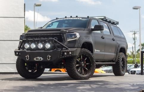 """""""Ngầu"""" như Toyota Tundra độ phong cách Transformer"""