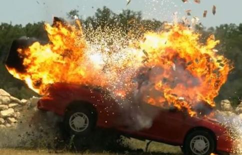 Kinh hoàng với hàng loạt siêu xe cháy trên đường