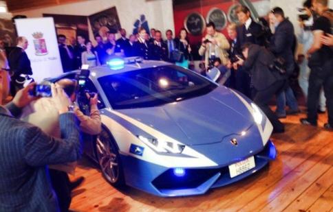 Mới ra mắt, Huracan đã thành xe cảnh sát