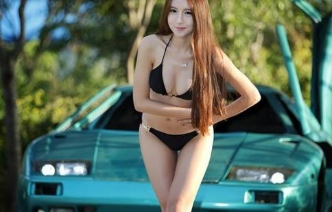 Kiều nữ Hàn Quốc khoe dáng nuột nà bên xe đua
