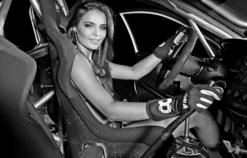 Người đẹp Playboy và niềm đam mê đua xe