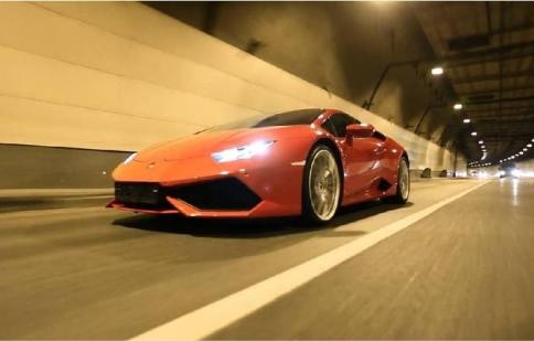 Xem Lamborghini Huracan LP610-4 tăng tốc từ 0-300 km/h