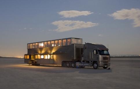 Tận mục khách sạn 5 sao ngay trên xe tải