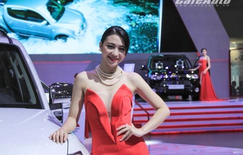 VMS 2014: Đến triển lãm xe hơi xem...người đẹp