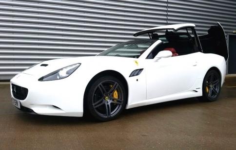 Xác Ferrari California hồn Mercedes được rao bán tại Anh