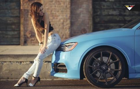 Sky Blue Audi S3 dịu dàng bên mẫu Cali