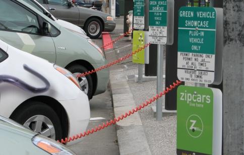 California thúc đẩy công nghiệp xe điện