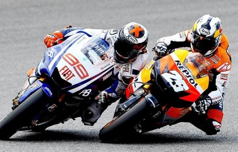 Những tay đua MotoGP nói gì về động cơ hai thì?
