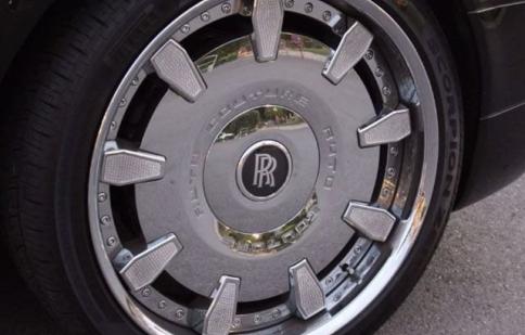 Đính gần 1300 phiên pha lê lên bánh xe