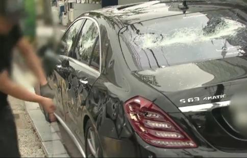 Mercedes-Benz S63 AMG tiền tỷ bị chủ nhân đập nát vì tức giận