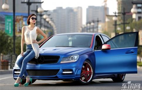 Mercedes-Benz C260 độ đọ dáng cùng chân dài