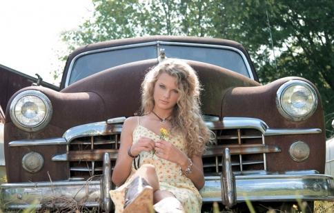 """Bộ sưu tập siêu xe của """"công chúa"""" Taylor Swift"""