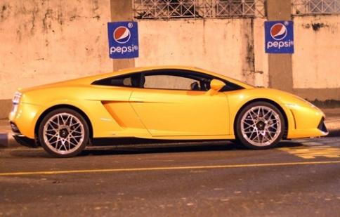 Siêu xe Ấn Độ xếp xó vì chật đường