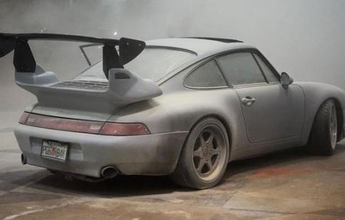 Porsche 911 bất ngờ bốc cháy tại triển lãm ô tô
