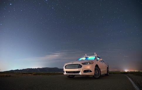 Ford Fusion di chuyển an toàn trong đêm mà không cần đèn pha