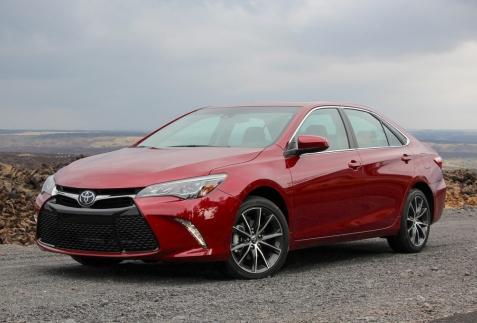 Toyota Camry 2015: Liệu có giữ được ngôi vương?