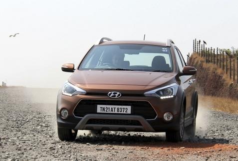 Lái thử Hyundai i20 Active crossover giá rẻ sắp về Việt Nam